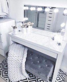 20 Best Makeup Vanities & Cases for Stylish Bedroom - Vanity Room Idea - Make up Diy Makeup Vanity Table, Makeup Vanity Case, Makeup Vanities, Makeup Tables, Bathroom Vanities, Diy Makeup Desk, Modern Makeup Vanity, Bedroom Makeup Vanity, Bathroom Closet