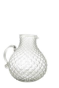 Kanna i klart glas med reliefmönster. Höjd ca 23 cm. Bredd med handtag ca 23 cm. Kannan rymmer ca 3 l.