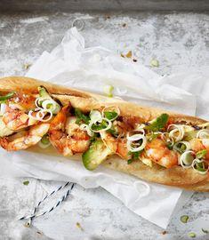 Probiere Hot Sea Dog mit Crevetten jetzt bei FOOBY. Oder entdecke weitere feine Rezepte aus unserer Kategorie Avocado-Rezepte. Baguette, Hot Dog Buns, Hot Dogs, Chili Sauce, Valeur Nutritive, Dessert, Cheesesteak, Food And Drink, Bread