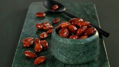 Roasted Almonds is one of the Christmas classics that oozes Christmas spirit! Give them away as an edible Christmas Edible Christmas Gifts, Types Of Cakes, Roasted Almonds, Oatmeal, Deserts, Favorite Recipes, Sweets, Fruit, Breakfast