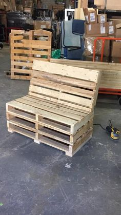 Pallet Bench Diy Pallet Bed, Pallet Tv, Pallet Tables, Pallet Sofa, Pallet Patio, Pallet Benches, Wooden Benches, Outdoor Benches, Crate Bench