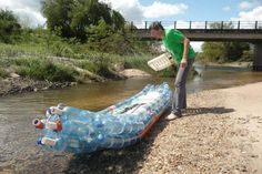 Federico Blanc gathered various plastic soda bottles and glued them together in order to create his exquisite blue kayak. This boat is simple, firm and eco-friendly and can transport up to two people and a cooler for the rafters.
