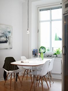 Breakfast nook via Stadshem Eames Dining, Piece A Vivre, Interior Decorating, Interior Design, Southern Living, Apartment Living, Home And Living, Modern Furniture, Living Spaces