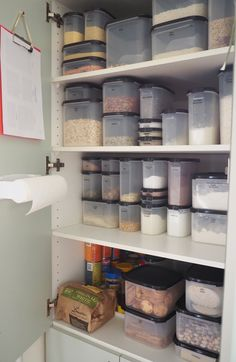 An organised pantry using air-tight containers to store food items according to type and create an easy-to-use, accessible, neat and organised pantry Pantry Storage, Kitchen Storage, Food Storage, Storage Room, Storage Ideas, Tupperware Organizing, Tupperware Storage, Survival Food, Survival Prepping