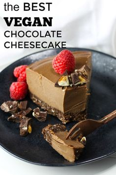 The most creamy, luscious, velvety smooth Raw Vegan Chocolate Cheesecake that is dairy-free, vegan and gluten-free! This blows away everybody who tries it! Just 8 ingredients. If there is one thing I enjoy doing and find an immense amount of passion in, Healthy Vegan Dessert, Vegan Sweets, Dessert Sans Four, Raw Food Recipes, Dessert Recipes, Italian Recipes, Vegetarian Recipes, Best Vegan Chocolate, Homemade Chocolate