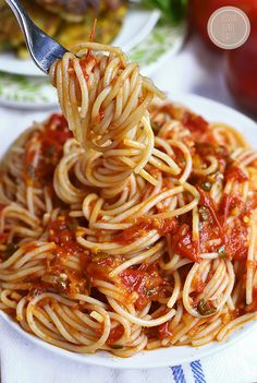 Pasta Pomodoro Is The Perfect Recipe To Highlight Juicy, Ripe Summer Tomatoes. This Simple Gluten-Free Pasta Dish Is Fresh And Light Pasta Pomodoro Recipe, Spaghetti Al Pomodoro, Summer Pasta Dishes, Easy Pasta Dishes, Fettucine Alfredo, Spaghetti Recipes, Light Pasta Recipes, Perfect Food, Italian Recipes
