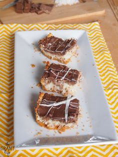 Chocolate Covered Macaroon Bars - The Grant Life Chocolate Topping, Chocolate Bark, Chocolate Covered, Chocolate Recipes, Mini Desserts, Easy Desserts, Delicious Desserts, Dessert Bars, Dessert Ideas