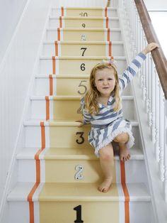 Recherchez-vous un projet à entreprendre pendant les prochains jours de pluie? Si vous êtes au chalet et n'avez rien à faire, voici une suggestion qui ajoutera de la vie! Pourquoi ne pas peindre l'escalier principal pour égayer votre hall d'entrée et accueillir vos invités avec éclat? Osez les couleurs, les rayures et les finis variés pour créer un escalier qui ne passera pas inaperçu! Voici quelques idées dénichées sur le…