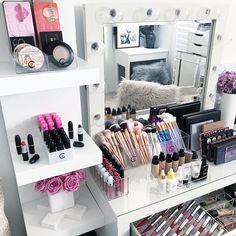VC EOFY FREEBIE  .  FREE - 1 x white lipstick holder (Holds 24).  On all orders over $75 AUD  Commence 26/06/17 - 30/06/17 or when stock runs out.  No code needed. Will be sent with order. . The Lipstick holder is as seen here on the shelf. Also check out today's Insta story for a close up.  . All acrylic items seen here available on our website. . Top shelf. 2 x large compact holders . Bench 1 x VC Lipgloss holder 2 x VC Brush holders 1 x VC Palette holder 1 x VC Foundation ...