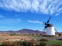 #Fuerteventura takich wiatraków jest na wyspie 200. Kiedyś wspomagały prace młynów.