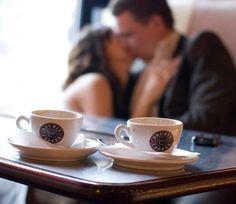 """""""Le bonheur, ça consiste à vivre penché au-dessus de deux bols à café, sur l'un on a écrit """"toi"""", sur l'autre """"moi"""" - et le monde peut crever la gueule ouverte. """" \ Jacques Languirand \"""