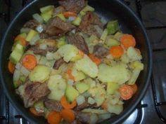 Faça a receita de Carne com legumes e surpreenda-se! Com certeza vai ser um sucesso na sua casa e receberá muitos elogios! Carne com legumes Imprimir Autor