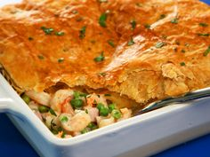 Creamy, luscious, and very rich, this pot pie is super delicious and highly comforting. Store-bought Alfredo sauce makes prep a breeze. Shrimp Recipes, Pie Recipes, Casserole Recipes, Cooking Recipes, Shrimp Casserole, Seafood Pot Pie, Shrimp And Quinoa, How To Make Shrimp, Boiled Vegetables