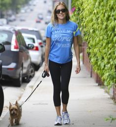 celebrities_walking_dogs_reality_tv_star_Kristin_Cavallari1_thumb-450x493.jpg 450×492 Pixel