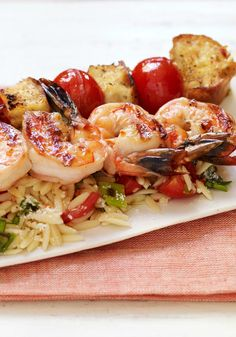 Shrimp Bruschetta with Orzo Pasta – Garlic, tomatoes, bread and olive oil create a bruschetta-style shrimp and orzo pasta recipe that will win the best comments from your guests. Kraft Foods, Meatless Pasta Recipes, Orzo Pasta Recipes, Healthy Recipes, Seafood Menu, Seafood Recipes, Dinner Recipes, Shrimp Dishes, Pasta Dishes