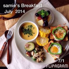7月の朝ごはんまとめ。#July #Breakfast #flipagram ビデオを ▶ 再生 - http://flipagram.com/f/GFwsQlZi6u