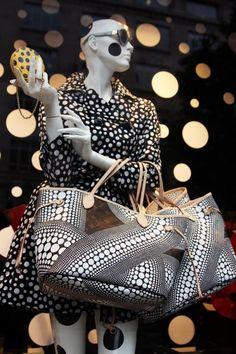 Selfridges's window - Louis Vuitton x Yayoi Kusama Dot Collection Yayoi Kusama, Anya Hindmarch, Visual Merchandising Displays, Trends Magazine, Louis Vuitton Keepall, Fashion Art, Womens Fashion, Textiles, Retail Design