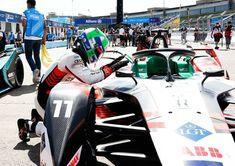 En el cierre del primer CampeonatMundial de la Fórmula E LucasdiGrassi ganó la primera de las dos últimas carreras Audi está en la pelea por ambos título Formula E, Victoria, Audi, Golf Bags, Sports, World Championship, Racing, Hs Sports, Sport