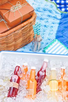 A Mother's Day Picnic with Portable Cocktails | Meghan Splawn of Stir & Scribble for Shop Sweet Lulu