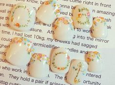花嫁さんのネイルにぴったり♪小花を散りばめたブライダルネイル