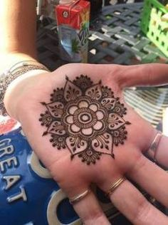 Check out the 60 simple and easy mehndi designs which will work for all occasions. These latest mehandi designs include the simple mehandi design as well as jewellery mehndi design. Getting an easy mehendi design works nicely for beginners. Mehndi Designs For Fingers, Mehndi Art Designs, Simple Mehndi Designs, Bridal Mehndi Designs, Flower Tattoo Designs, Tattoo Flowers, Henna Palm Designs, Henna Designs For Kids, Henna Tattoo Designs Arm