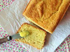 PÃO SEM GLÚTEN E SEM LACTOSE Ingredientes:  4 ovos 1+1/2 xíc. (chá) de farinha de arroz Casarão 1/4 xíc. (chá) de polvilho doce 1/4 xíc. (chá) de polvilho azedo 1/2 xíc. (chá) de fubá 1 col. (sopa) de açúcar demerara 1 col. (chá) cheia de sal marinho 1 col. (sopa) de fermento biológico seco para pães  Preparo: Com exceção do fermento, bata todos os ingredientes  no liquidificador. Coloque o fermento e bata mais um pouco, apenas o suficiente para misturar. Despeje a massa em uma forma grande.