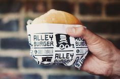 Alley Burger & Chili Trailer // Branding and packaging Burger Branding, Burger Packaging, Food Branding, Cool Packaging, Food Packaging Design, Restaurant Branding, Packaging Design Inspiration, Print Packaging, Branding Design