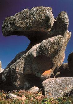 Punta de Couso. Aguiño (A Coruña-España). Formas erosivas en la granodiorita posthercínica del plutón de Caldas de Reis. Autor: Felix Iglesias Santamaría. #geology #geologia #granodiorita