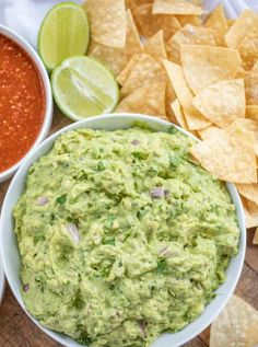 Chipotle Guacamole (Copycat) made with the authentic Chipotle recipe including lime juice, cilantro, red onions and jalapeños takes guacamole to a new level at home in 15 minutes! Chipotle Chicken Copycat, Chipotle Recipes, Lime Recipes, Copycat Recipes, Mexican Food Recipes, Dinner Recipes, Healthy Recipes, Ethnic Recipes, Chipotle Guacamole Recipe
