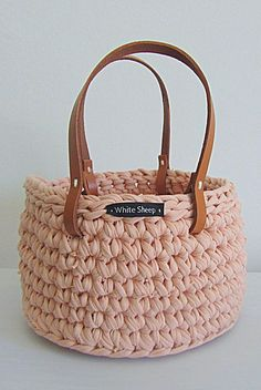https://www.facebook.com/WhiteSheepblog Crochet basket with leather handles! Keep your stuff organized with style!: