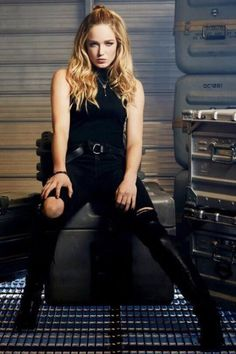 NEW promotional pic of Caity as Sara Lance!!!!