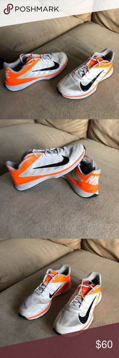 Nike Lunarlon Basketball Shoes Good condition basketball shoes! Only imperfections are purely cosmetic. No rips or tears. Mild scuffs only! Nike Shoes Athletic Shoes