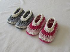 This tutorial will show you how to crochet easy children's shoes / slippers / booties. These shoes are a suitable project for beginners. For size 1 - 2 years...