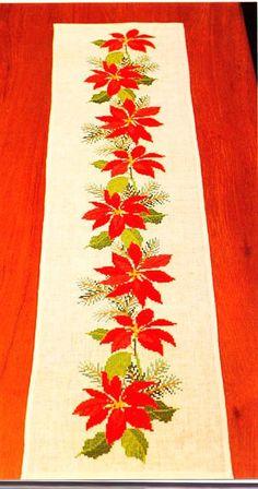 Cross Stitch Borders, Cross Stitch Designs, Cross Stitch Patterns, Lace Beadwork, Christmas Embroidery Patterns, Table Runner Pattern, Crochet Tablecloth, Christmas Cross, Vintage Christmas