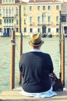CURVY Girl· Trendy Curvy - Plus Size Fashion Blog Trendy Curvy vestido camisero zara azul bebe & shopping Bag. Viaje Venecia.. LOOKS CASUALS VIAJERO. #loslooksdemiarmario #blue #lookverano #lookviaje #vestido #dress #vestidoazul #venecia #zapatos #sneakers #lookotoño #lookcasual #vestidocamisero #lookschic #tallagrande #curvy #plussize #curve #fashion #blogger #madrid #bloggercurvy #personalshopper #curvygirl