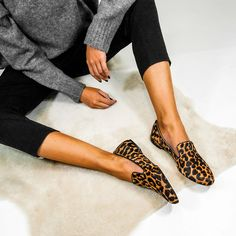 Slipper Animal Print Animal Print Slippers, Animal Print Jeans, Animal Print Outfits, Zapatos Animal Print, Leopard Print Loafers, Autumn Winter Fashion, Ideias Fashion, Cute Outfits, Fashion Outfits
