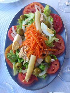 Ensalada mixta del Rest. Kamiñoko, Murueta. Baby Food Recipes, Mexican Food Recipes, Salad Recipes, Ethnic Recipes, Spanish Recipes, Spanish Food, Whole 30 Lunch, Flan, Salad Dressing