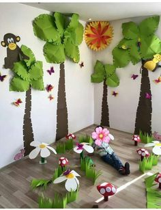 The Completed Paper Mache Tree Project! Jungle Theme Classroom, Jungle Theme Birthday, Jungle Party, Classroom Themes, Kids Crafts, Diy And Crafts, Paper Crafts, Jungle Decorations, School Decorations