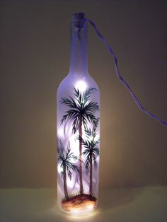 Encantador DIY Old Wine Bottle Crafts To Try Diy Wine Bottle Crafts diy crafts with old wine bottles Glass Bottle Crafts, Wine Bottle Art, Painted Wine Bottles, Lighted Wine Bottles, Diy Bottle, Painted Wine Glasses, Bottle Lights, Decorated Bottles, Beer Bottle
