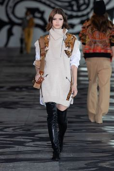 Etro Fall 2021 Ready-to-Wear collection, runway looks, beauty, models, and reviews. Runway Fashion, Fashion News, Womens Fashion, Milan Fashion Weeks, Fashion Show Collection, Live Fashion, Boho, Ideias Fashion, Knitwear