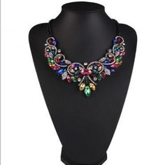 Get the latest fashion #necklace that has material of acrylic and has pattern of plant. It is a trendy style which has type of rope chain.  #necklace #jewelry #chokernecklace #choker