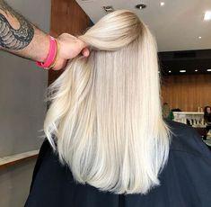 Hair Inspo, Hair Inspiration, Blonde Hair Looks, Light Blonde Hair, Color Rubio, Corte Y Color, Platinum Blonde Hair, Hair Color And Cut, Pinterest Hair