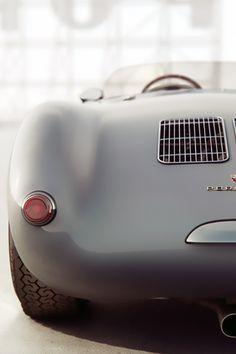 Porsche 550 Spyder / art by Additive Studios. Porsche 550 Spyder, Rwb Porsche, Cb 450, Cars Vintage, Vintage Porsche, Vintage Prints, Automobile, Roadster, Car Wheels