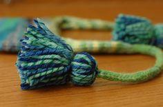 How to make tantalizing tassels Knitting Designs, Knitting Projects, Knitting Tutorials, How To Make Tassels, Making Tassels, Cute Crochet, Knit Crochet, Knitting Daily, Knitting Help