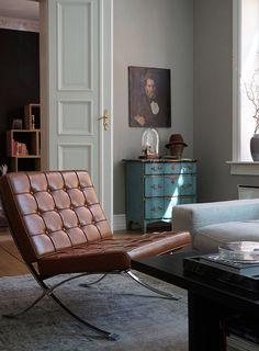 Silla Barcelona creada por Mies van der ROhe y Lilly Reich en 1929 Decor Interior Design, Furniture Design, Interior Decorating, Home Living, Living Spaces, Modern Living, Poltrona Design, Norway Design, Design Industrial