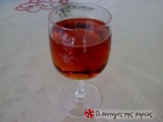 Λικέρ κυδώνι 2 #sintagespareas Cocktail Drinks, Alcoholic Drinks, Beverages, Cocktails, Cookbook Recipes, Cooking Recipes, Chocolate Fudge Frosting, Greek Cooking, Yummy Eats