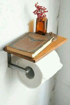 Que original idea para los que leen en el baño