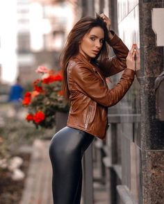 Legging Latex, Sexy Outfits, Fashion Outfits, Foto Top, Looks Pinterest, Leder Outfits, Hipster Girls, Shiny Leggings, Free Leggings