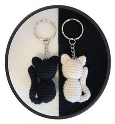 Ravelry: Silhouette Cat Keychain pattern by Marie Lize Crochet Keyring Free Pattern, Crochet Keychain, Crochet Patterns Amigurumi, Crochet Crafts, Crochet Toys, Crochet Projects, Crochet Bunny, Crochet Animals, Crochet Vintage