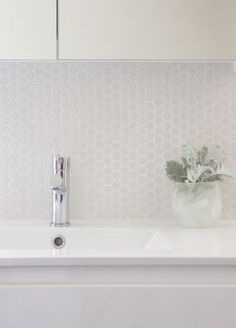 Feature Tile - Bathroom Design by Doherty Lynch Architects